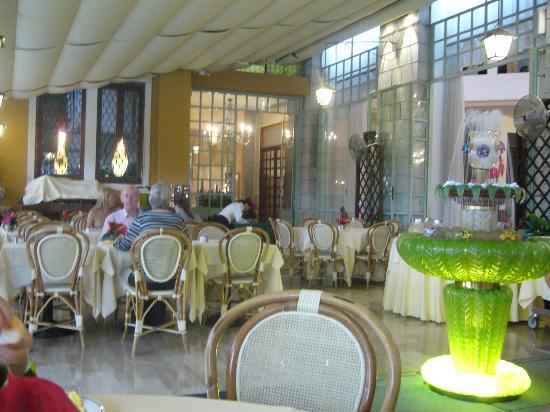 Palace Bonvecchiati: terraza-desayuno