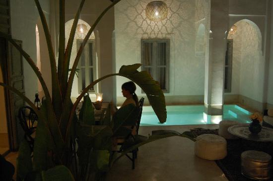 Riad Snan13: Piscina de noche
