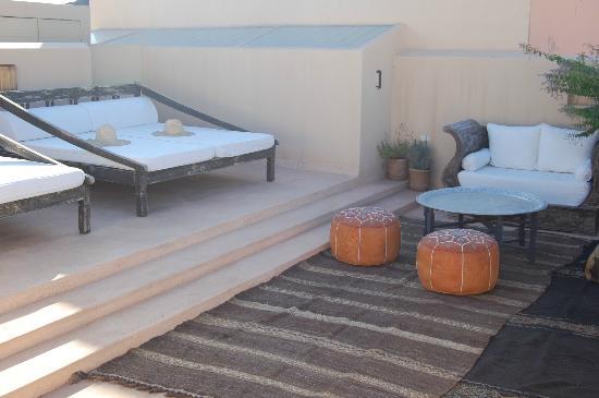 Riad Snan13: Zona de descanso en la terraza
