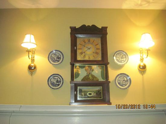 Burlington's Willis Graves Bed and Breakfast Inn: Mr and Mrs. Graves Suite above the mantel