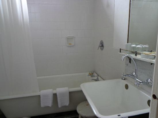 Casa Zinc: baño de la habitación