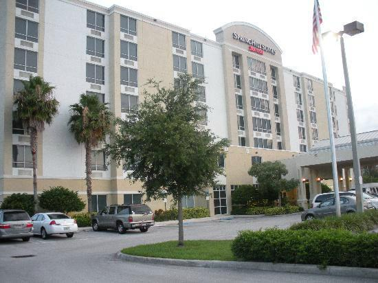 SpringHill Suites Miami Airport South: Hotel e Estacionamento