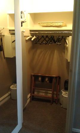 Closet Fairmont Gold King Room Picture Of The Fairmont Palliser
