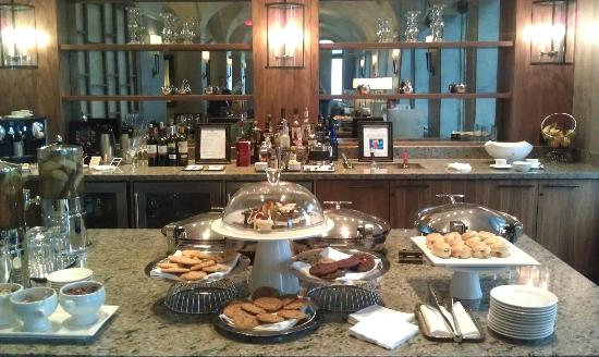 The Fairmont Palliser: Fairmont Gold Lounge - Snacks & Cookies