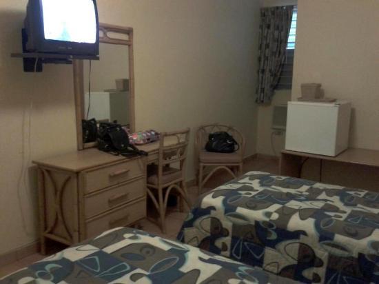 Parador Boquemar: Habitación pequeña, sucia, apestosa a humedad.