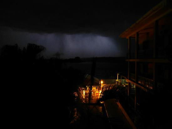 Hotel Casona de la Isla: Stunning view of a magical thunderstorm over the jungle & lake - photo doesn't do it justice