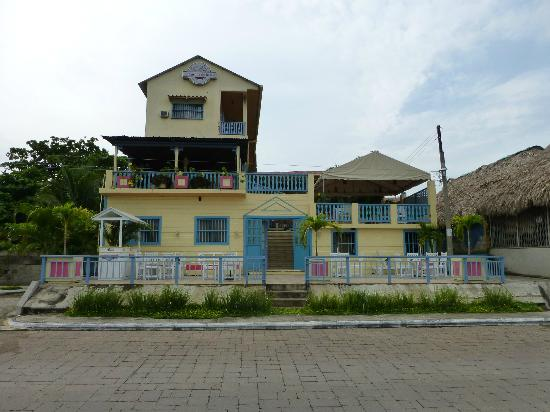 Hotel Casona de la Isla: View from road on the outside of the island