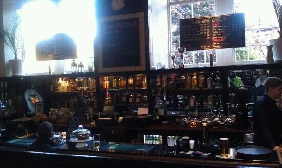 Cathedral House Hotel: Pub