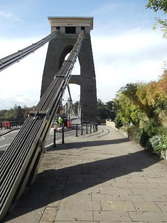 Clifton Suspension Bridge: The autumn colours contrast well with this metal bridge