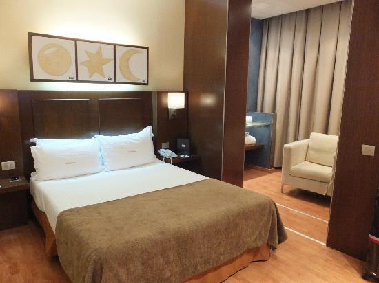 Hotel Acta Atrium Palace: ベッドルーム