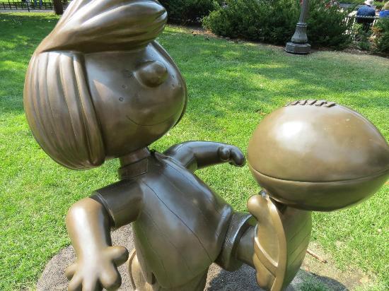 Rice Park: Peanuts Statue.