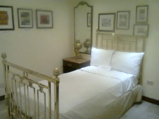 Gamma de Fiesta Americana Monterrey Gran Hotel Ancira: Mobiliario de principios de siglo pasado del Gran Hotel Ancira