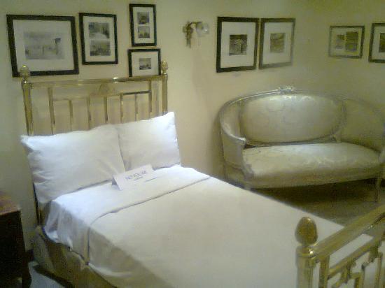 Gamma de Fiesta Americana Monterrey Gran Hotel Ancira: Reproducción de habitacion de principios de siglo pasado.