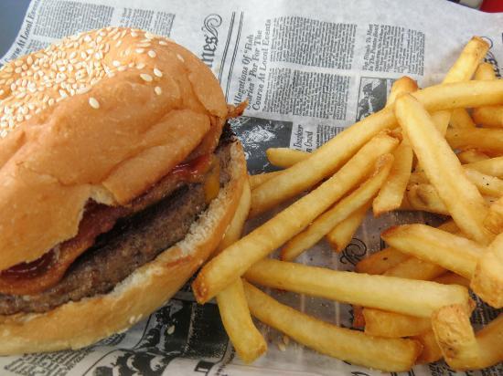 Burger Moe's: Bacon Burger.
