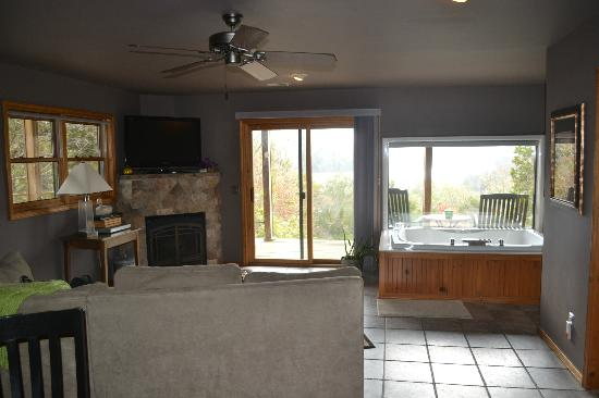 Beaver Lakefront Cabins: Suite D - lowest level of the lodge