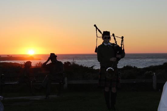 The Inn at Spanish Bay: Surprise - our bagpiper was a woman!