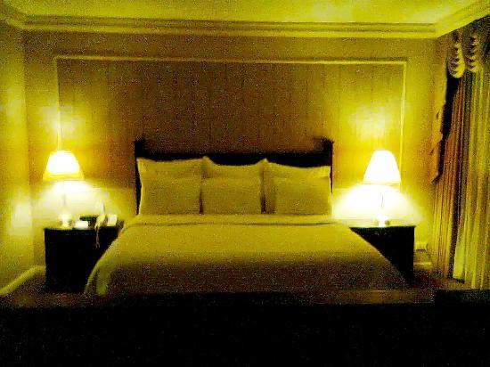 Gamma de Fiesta Americana Monterrey Gran Hotel Ancira: Habitación sencilla 5to. piso muy confortable y amplia.
