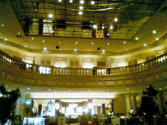 Gamma de Fiesta Americana Monterrey Gran Hotel Ancira: Vista panorámica de su Lobby y área de restaurant.