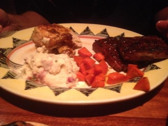 Red Rock Canyon Grill: cluck & oink - rotisserie chicken & St Louis ribs
