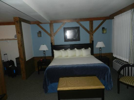 The Haber Motel: Bed
