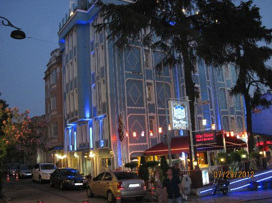 Blue House Hotel: Blue House in evening