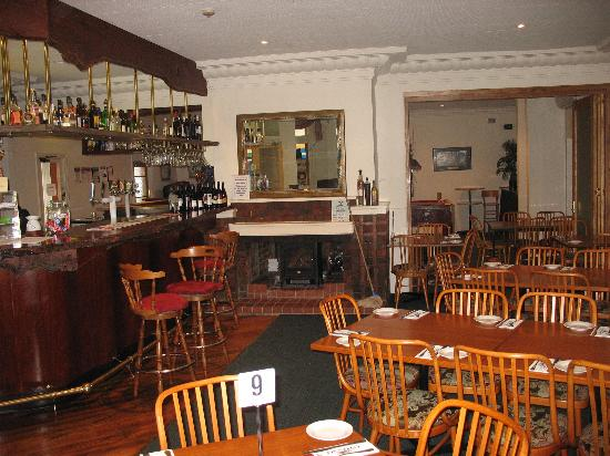 Golden Age Hotel: Pub section