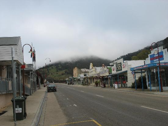Golden Age Hotel: Aspect of Omeo's main street