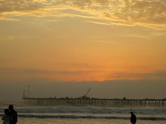 Chiclayo, Peru: Atardecer en playa Pimentel 1