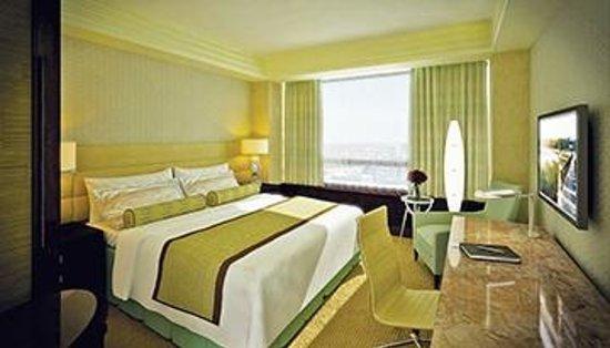 Crimson Hotel Filinvest City, Manila: Deluxe Room