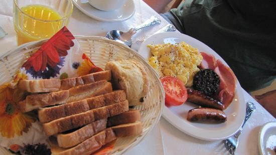 Prague House: Breakfast 