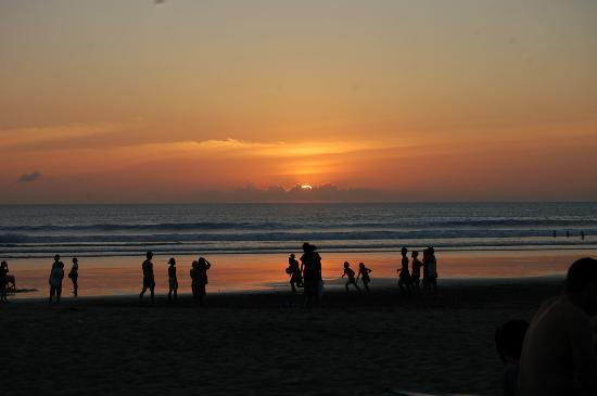 The Jayakarta Bali Beach Resort: Sunset out the back of the hotel