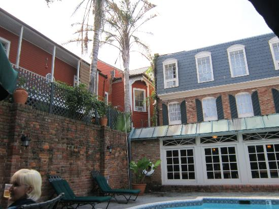 Best Western Plus French Quarter Landmark Hotel: View from the courtyard