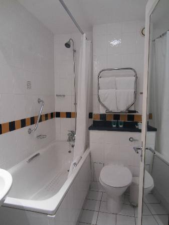 Lancaster Gate Hotel: bathroom