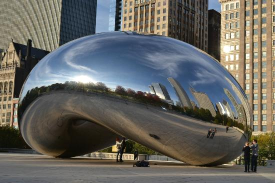 Travelodge Chicago Downtown: The Bean Millenium Park by day