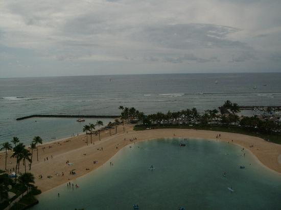 Hilton Grand Vacations at Hilton Hawaiian Village: View from balcony