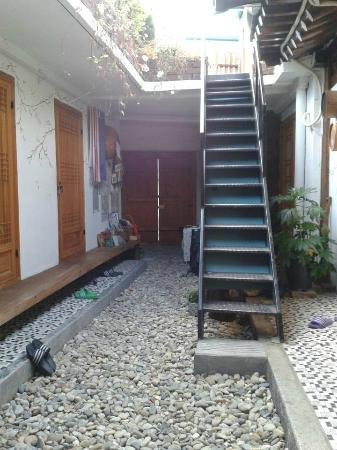Raon Guesthouse : view from kitchen of the stairs up to rooftop