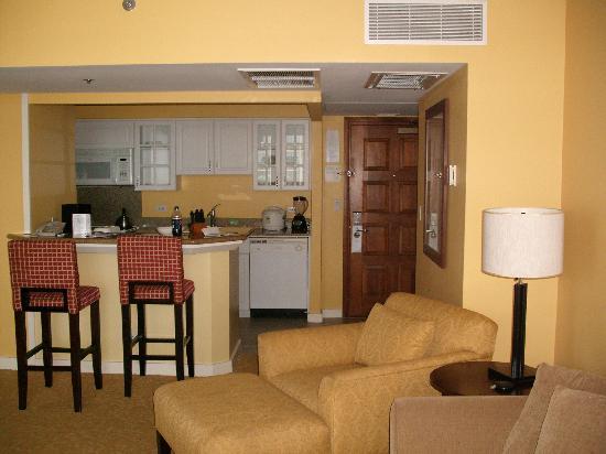 Hilton Grand Vacations at Hilton Hawaiian Village: Kitchen area
