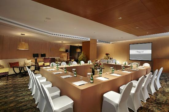Meeting room facilities classroom foto oakroom for Design hotel i restoran navis