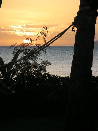Beqa Lagoon Resort: Sunset view from our bure