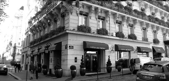 Hotel Baltimore Paris Champs-Elysees: Hotel Exterior