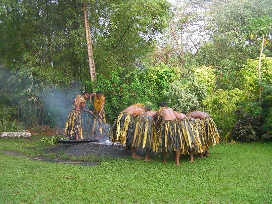 Beqa Lagoon Resort: Firewalker show