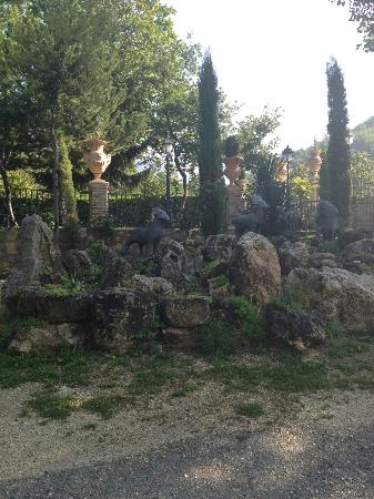 Hotel Le Gole: More of the beautiful grounds