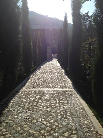 Hotel Le Gole: Beautiful walk way
