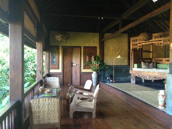 Bali Eco Stay Rice Water Bungalows: Living room & doors to the big bedroom.