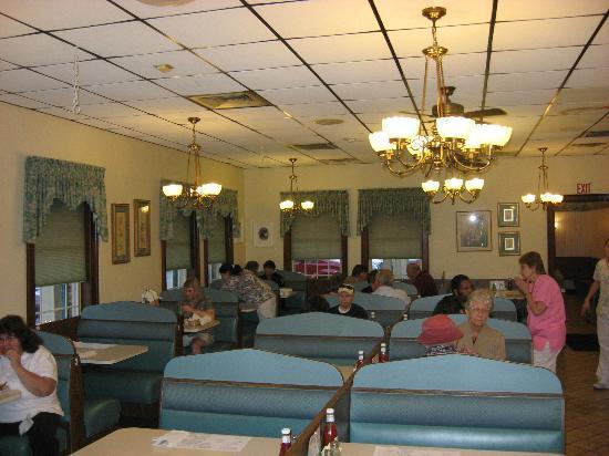Hillcrest Restaurant: Interior