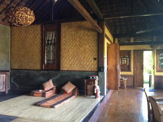 Bali Eco Stay Bungalows: Living room area in the 2 bedroom bungalow.