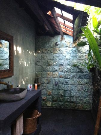 Bali Eco Stay Bungalows: Shower area in the bathroom. Eco-friendly toiletries provided.
