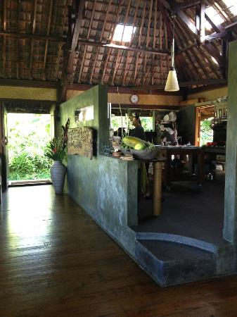 Bali Eco Stay Bungalows: Open kitchen in the bungalow where you have all your meals.