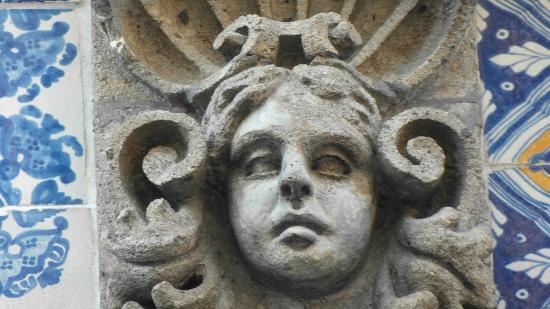 Detalle de los hermosos grabados que coronan las puertas y for Casa de los azulejos sanborns df