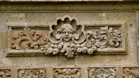 Detalle de los hermosos grabados que coronan las puertas for Sanborns azulejos historia